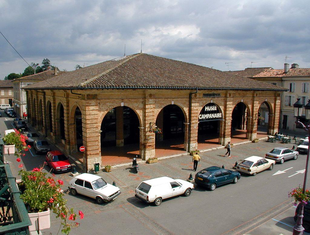place centrale -musée campanaire à l-Isle-Jourdain-est-Gers-proche-Touloouse
