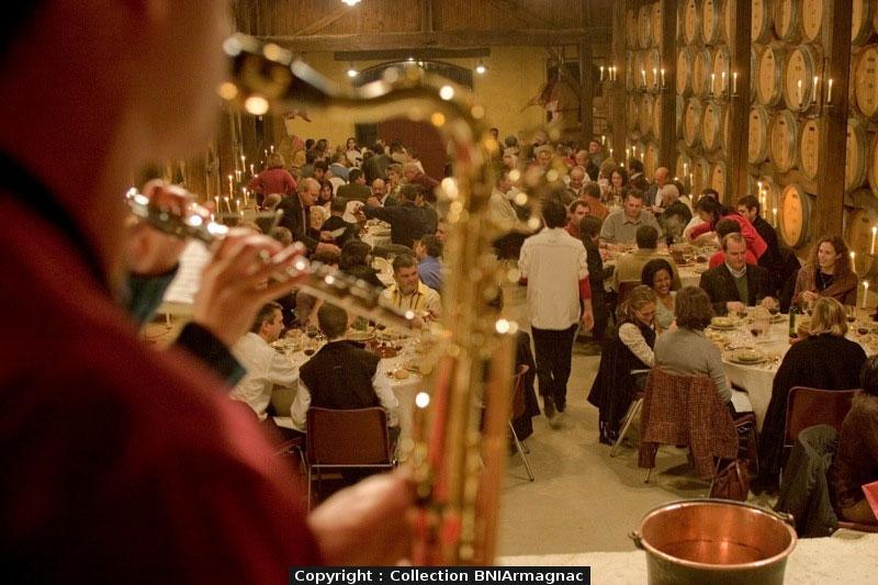 soiree-festive-bandas-autour-alambic-gers