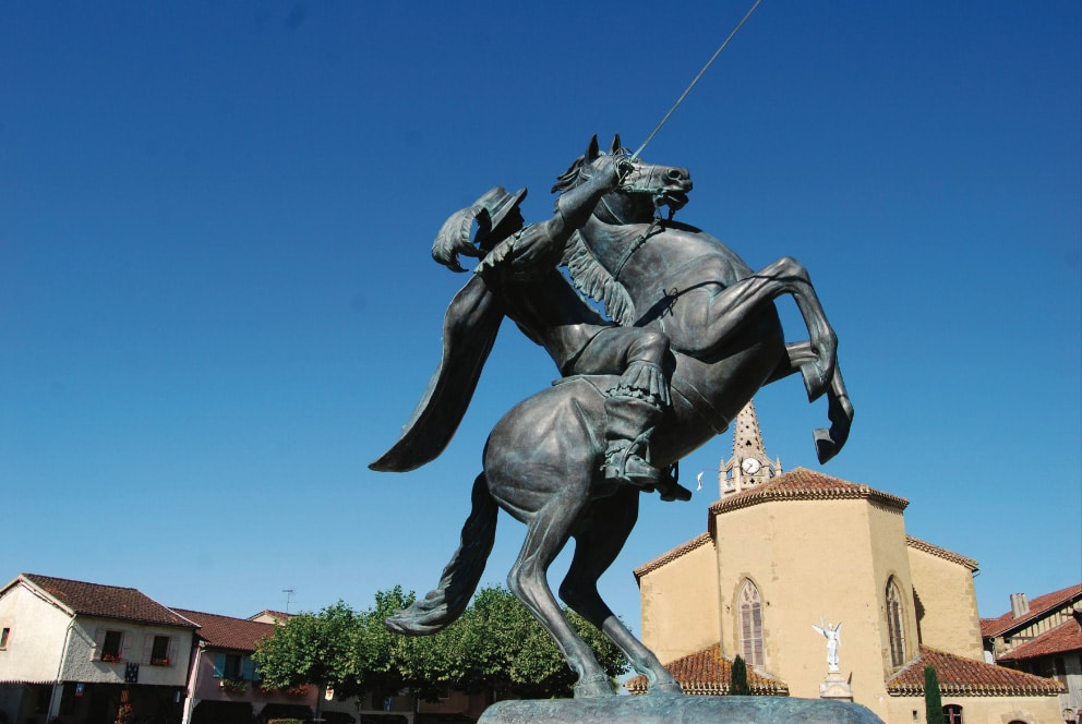Statue de d'Artagnan à cheval Lupiac Gers