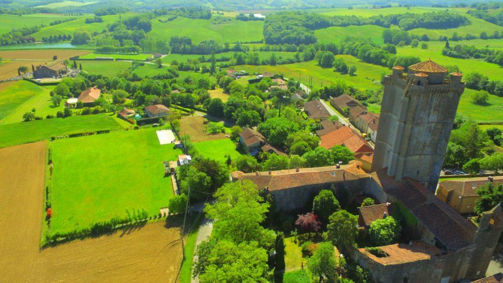 Donjon de Bassoues-Gers vue aérienne