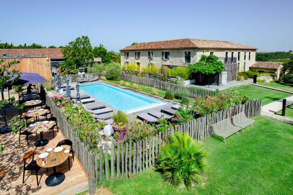 Hotel restaurant Domane de Beaulieu -Auch-Gers-vue maison piscine terrasse jardin