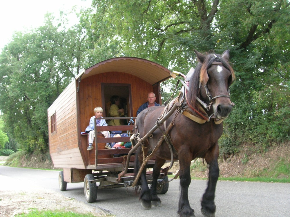 roulottes-attelees-a-son-cheval-gers