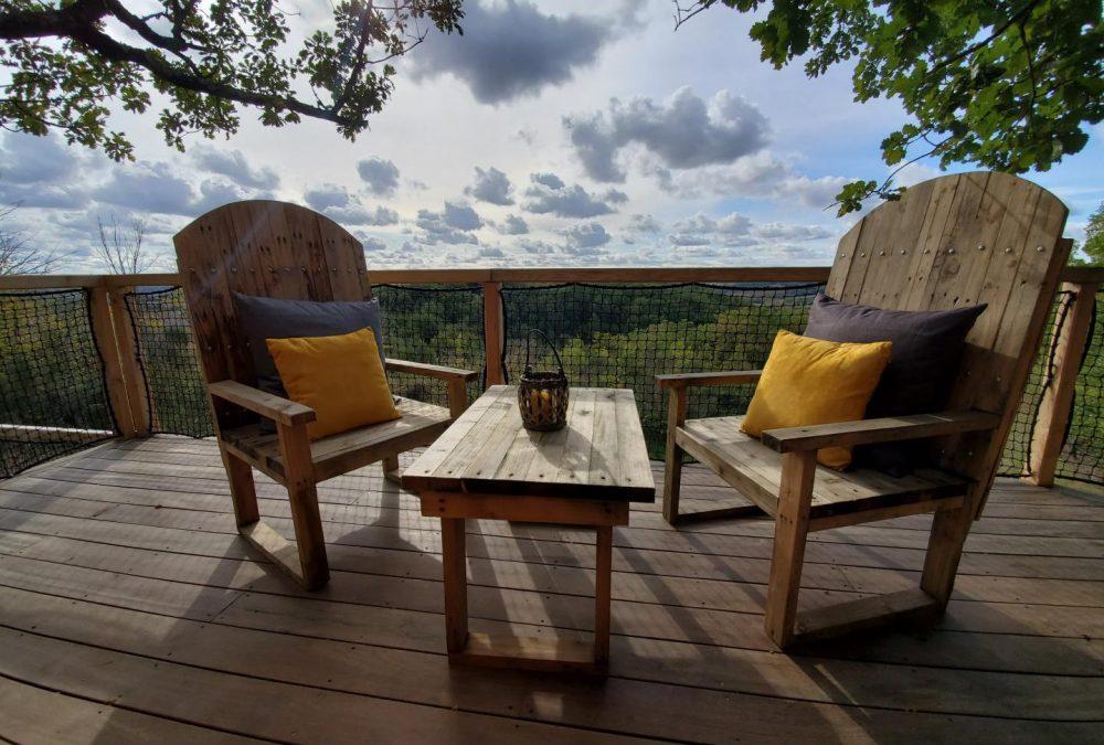 Maison d'hôtes cabane perchée Gîtes de France -Gers- terrasse en bois